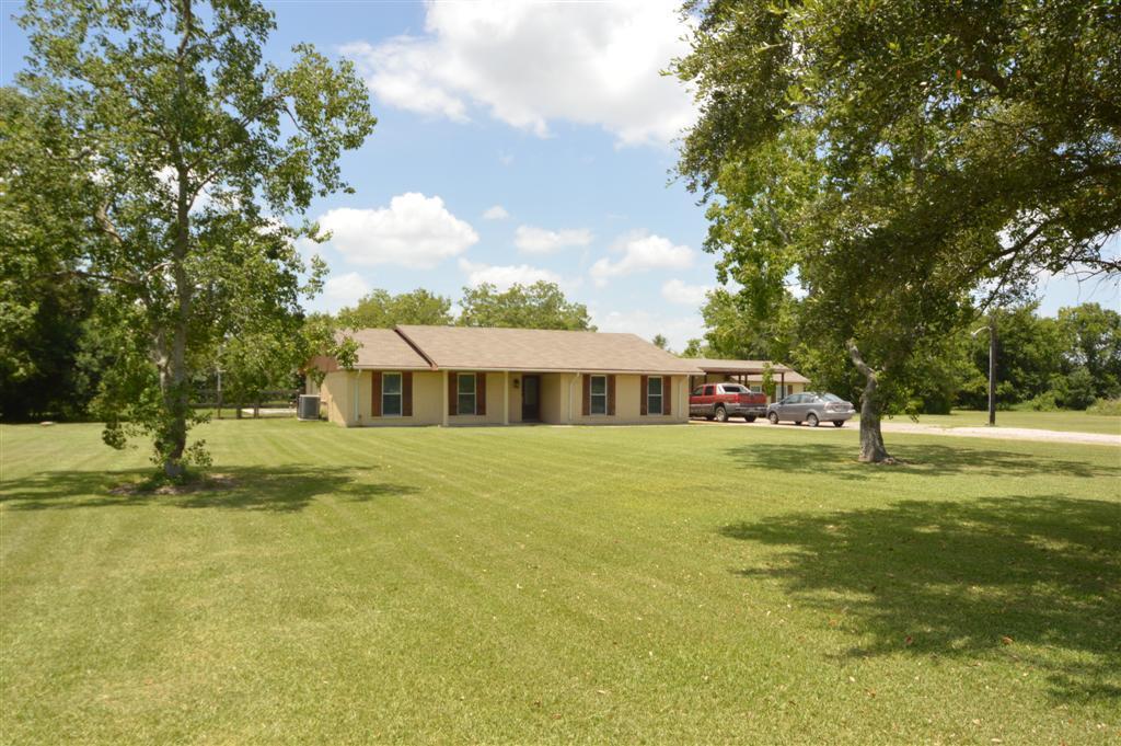 8228 Kirchner Rd, Manvel, TX 77578