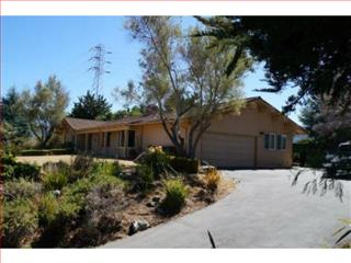 1445 Lakeview Dr, Hillsborough, CA 94010
