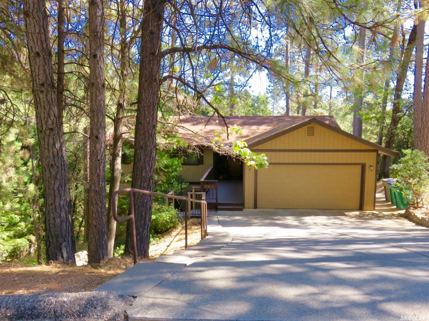 21363 Leslie Dr, Grass Valley, CA 95945