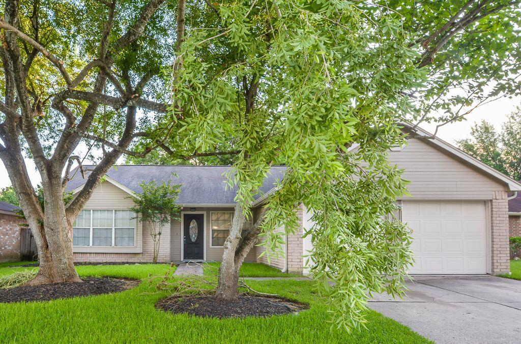 16910 Barkentine Ln, Friendswood, TX 77546