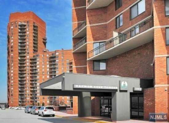 1226 Harmon Cove Tower, Secaucus, NJ 07094