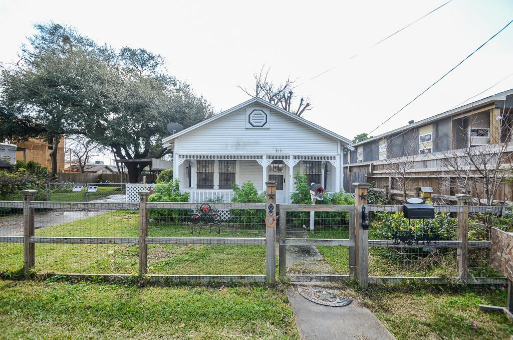 819 Kern St, Houston, TX 77009