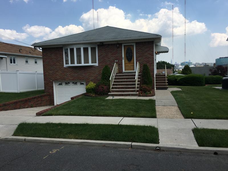4 Schultz Pl, Secaucus, NJ 07094