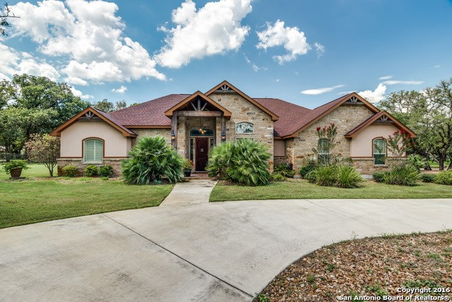 101 Reserve Ct, La Vernia, TX 78121