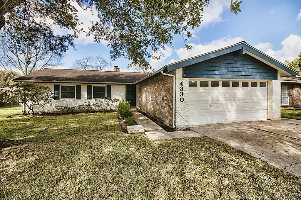 4330 Saffron Ln, Friendswood, TX 77546