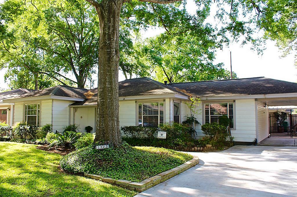 1323 Gardenia Dr, Houston, TX 77018