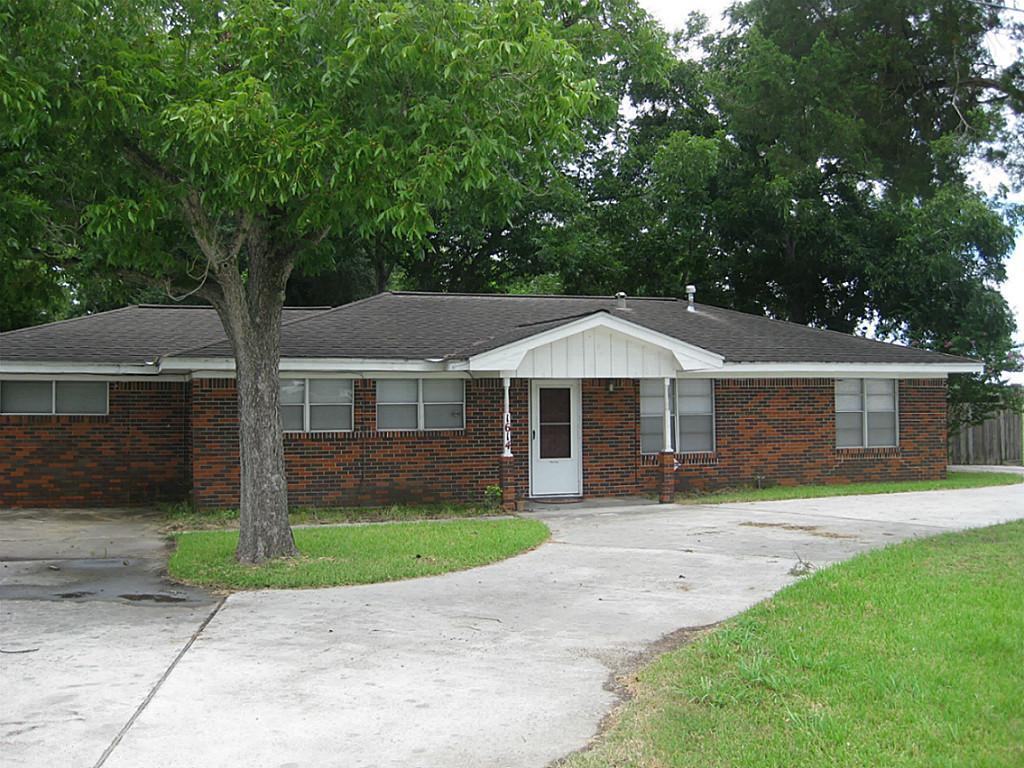 1614 N Gordon St, Alvin, TX 77511