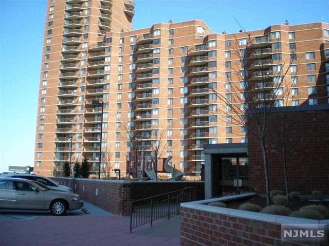 733 Harmon Cove Tower, Secaucus, NJ 07094