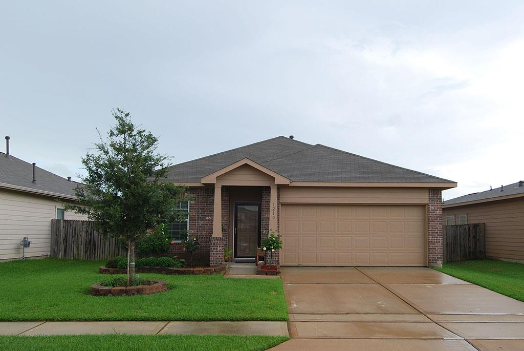 1210 Starflower Ln, Baytown, TX 77521