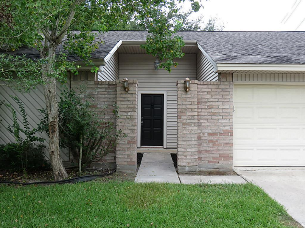 2427 Tall Ships Dr, Friendswood, TX 77546