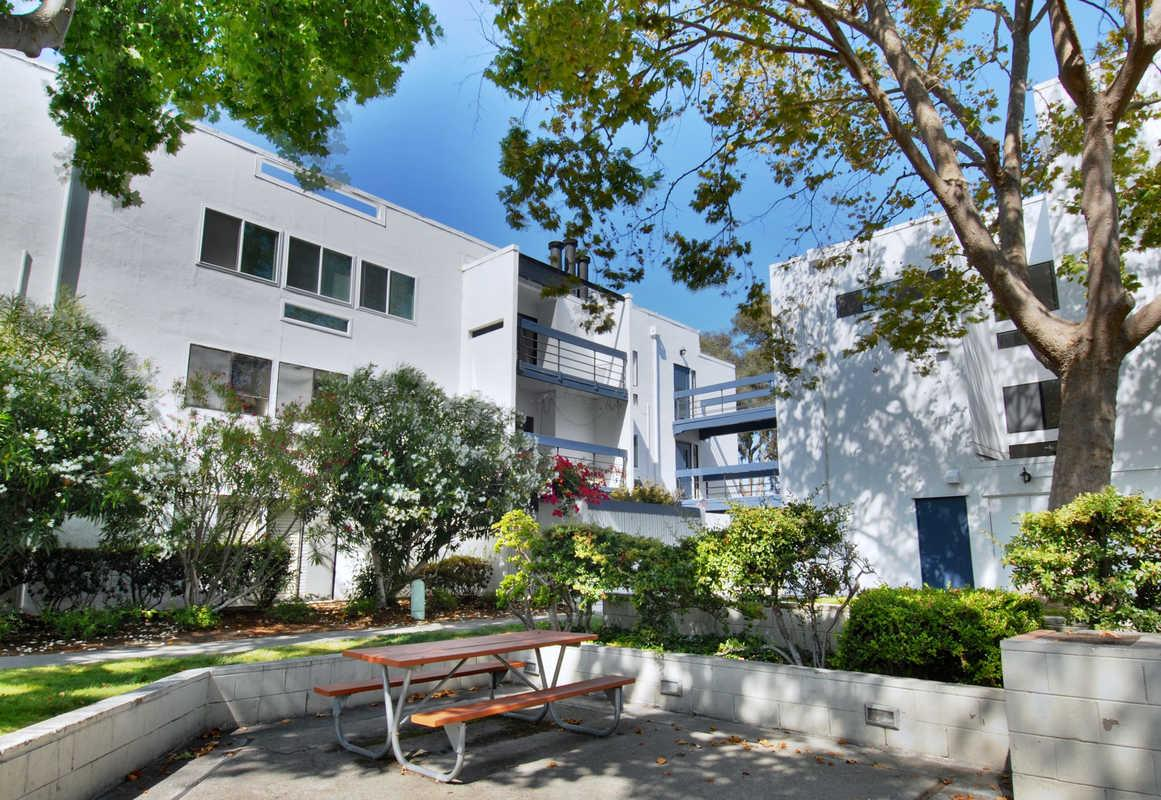 1049 Shell Blvd # 11, Foster City, CA 94404