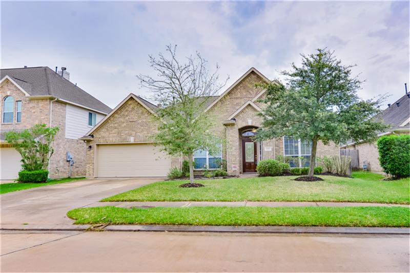 2209 Coral Cove Dr, Pearland, TX 77584