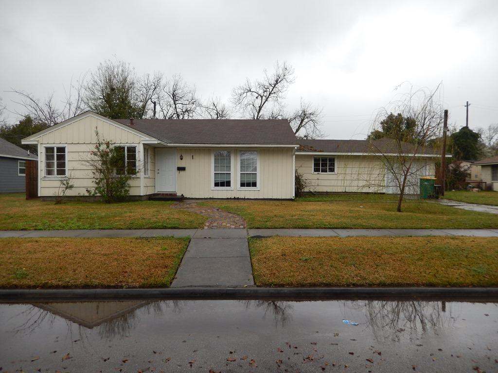 1905 Tennessee St, Baytown, TX 77520