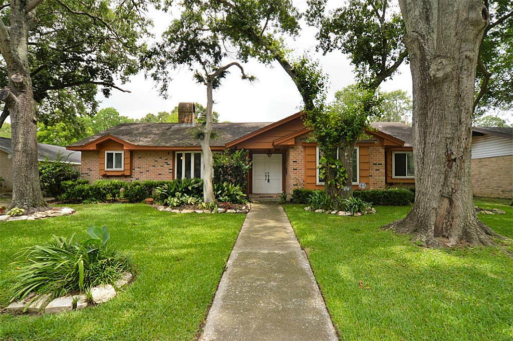 407 Hickory Ridge Dr, Seabrook, TX 77586