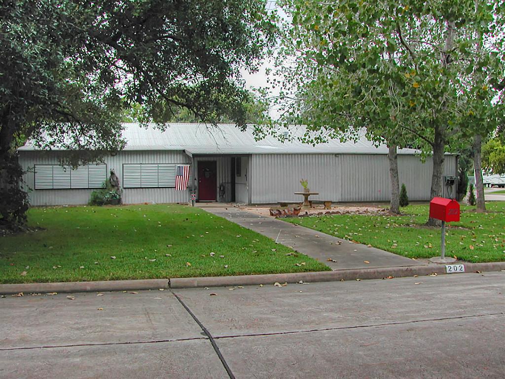 202 Dawn Ave, Friendswood, TX 77546