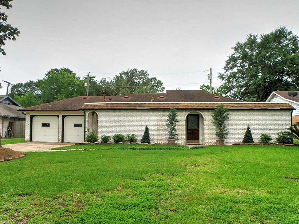 201 Winding Rd, Friendswood, TX 77546