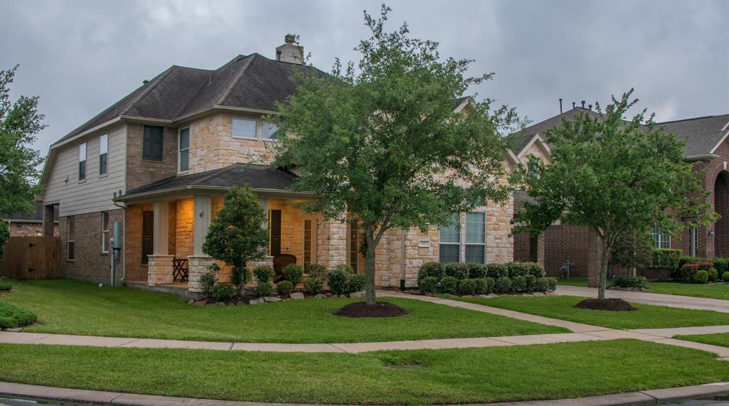 108 Baker Springs Ct, Friendswood, TX 77546