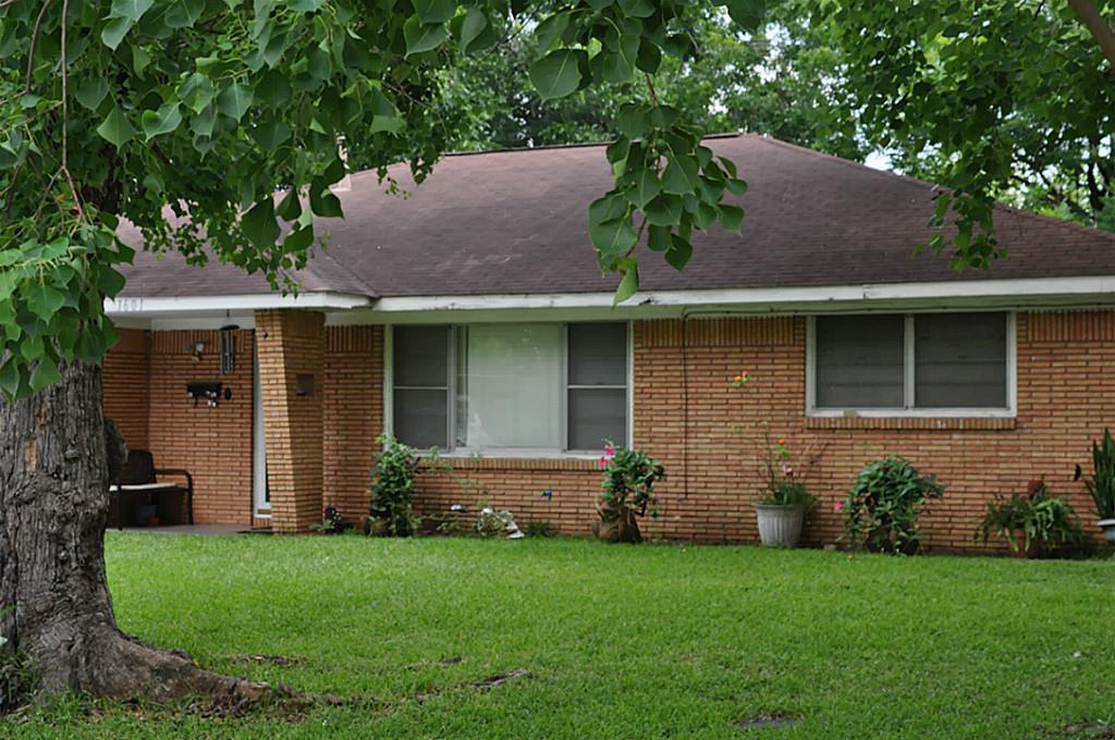 1601 Easthaven Dr, Pasadena, TX 77506