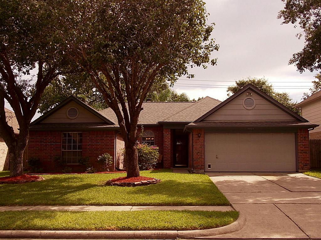16023 Copper Canyon Dr, Friendswood, TX 77546