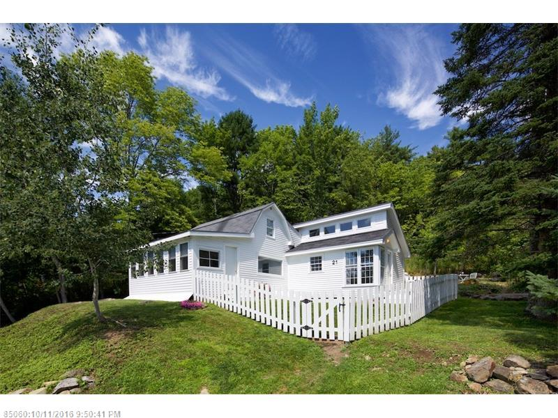 21 Pleasant St, Rockport, ME 04856