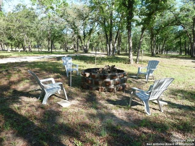 225 Oak Hollow Dr, La Vernia, TX 78121