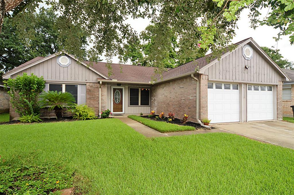 2514 General Colony Dr, Friendswood, TX 77546