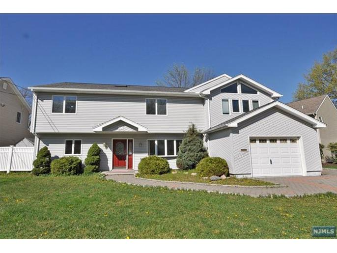 32 Loretta Dr, Little Falls, NJ 07424