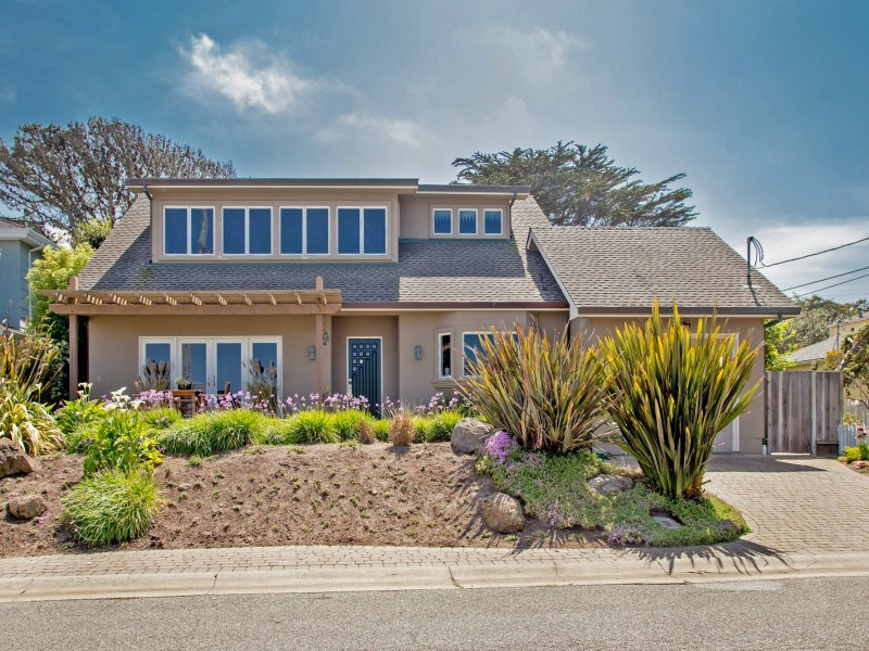 Fabulous Beach/Bay View Home