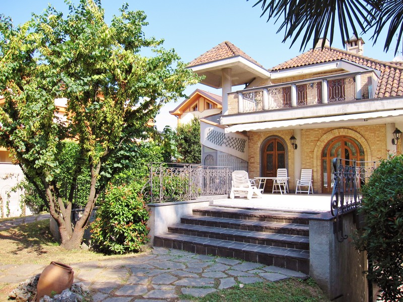 Amazing villa with garden near Milan