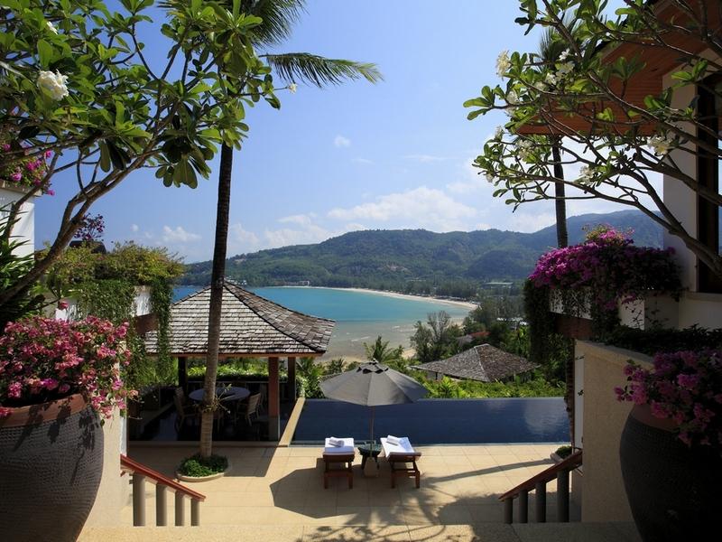 坐落在一个山坡平缓普吉岛的西海岸,俯瞰著质朴的安达