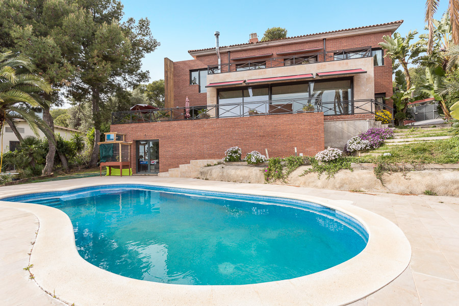 Beautiful high standing house in the best area of Castelldefels