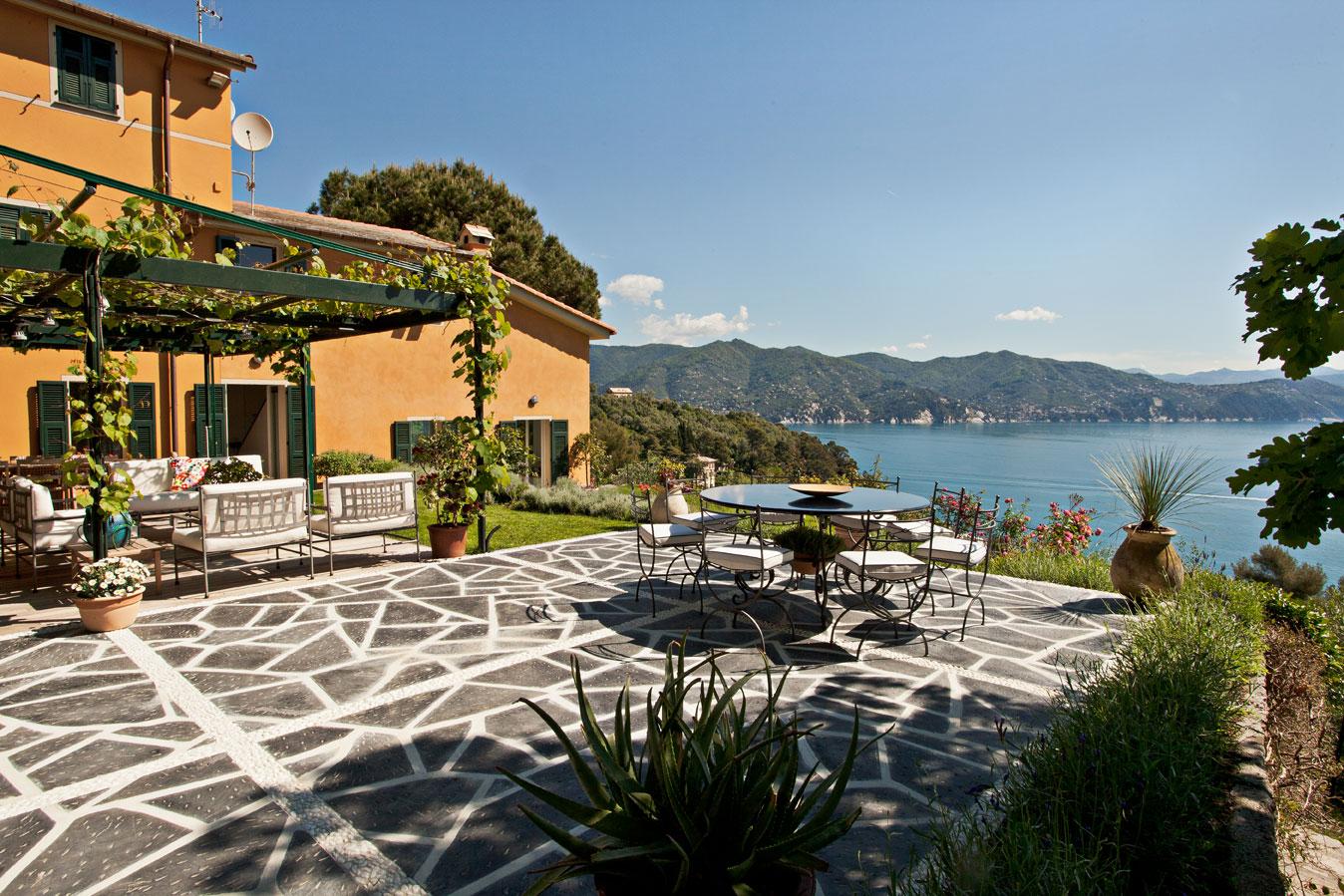 宏偉的別墅與全景