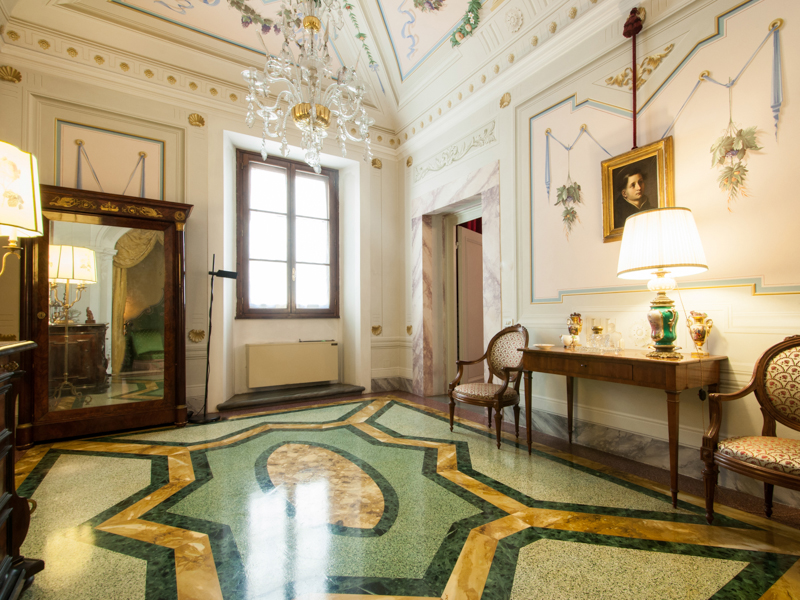 Prestigious apartment with frescoes