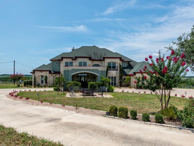 940 Polonia Rd, Lockhart, TX 78644