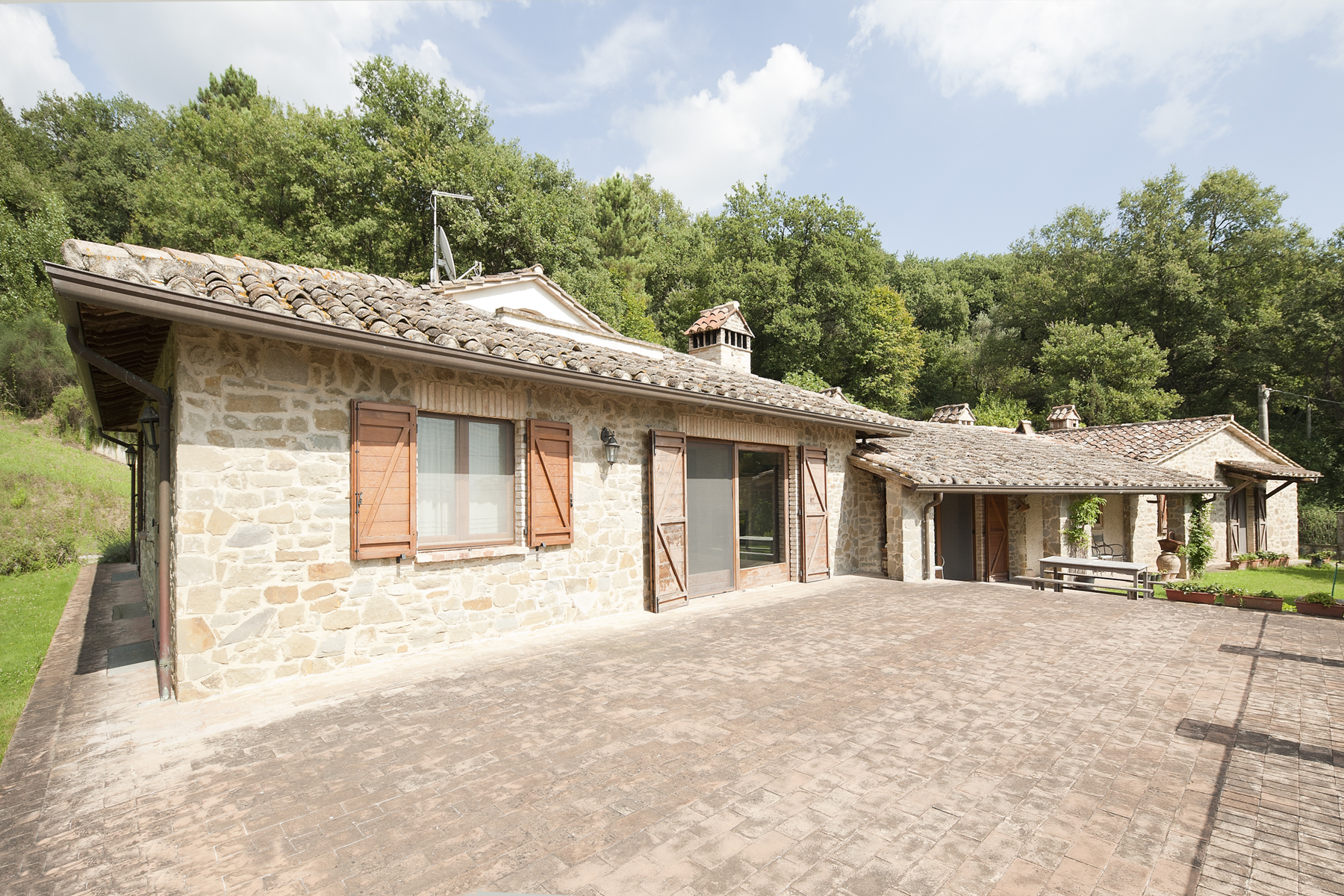 Farmhouse in the countryside with beautiful views of Lake Trasimeno
