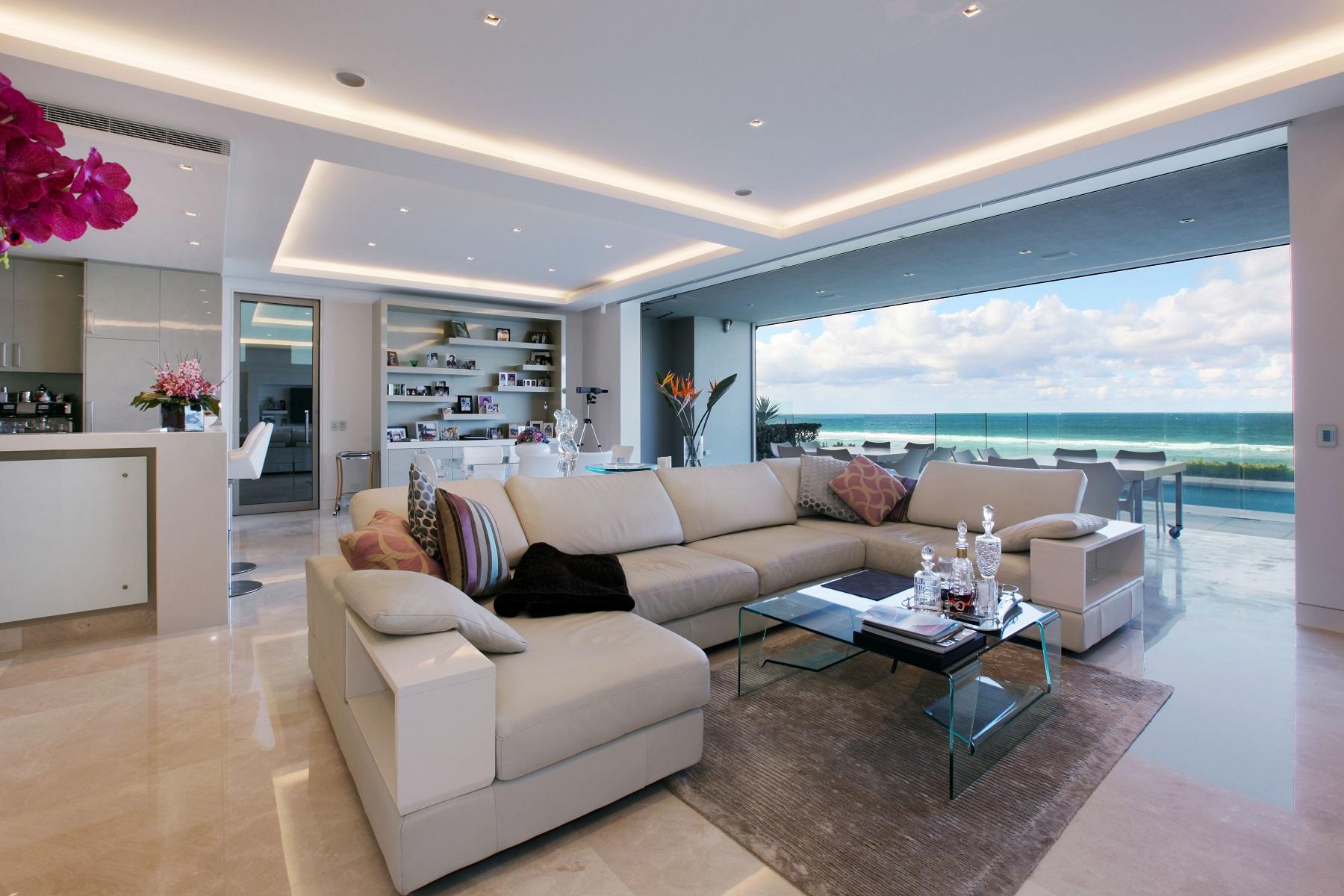 澳大利亞億萬富翁委託於2007年,布魯斯馬西森,159臣道簡直是澳大利亞最令人印象深刻的豪宅之一。當地的地標,這座現代化的傑作,體現了獨特的建築藝術品質的完美結合,使盛大的聲明對澳大利亞首屈一指的海濱地區之一的卓越水平。卓越的現代風格和優雅是顯而易見的在這個複雜的3級加地下室居住的每一個環節,通過樓梯和內部電動升降提供一個理想的564sm2角落海濱配股獲得超過113平方的豪華生活聯繫在一起。令人驚嘆的規模,但最終是勻稱的家,有3井規劃樓層加窗扇最大化的海濱環境和海洋的美景。創新的安全設計採用20mm厚的玻