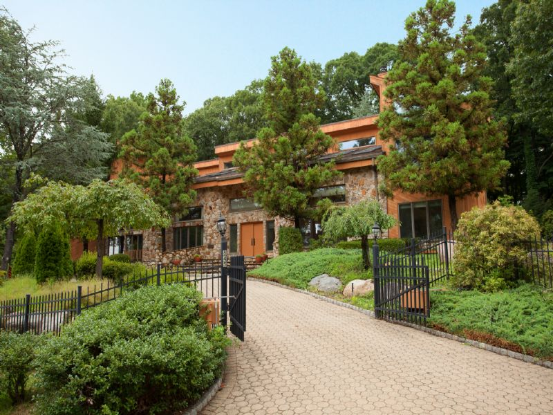 Gated Seclusion