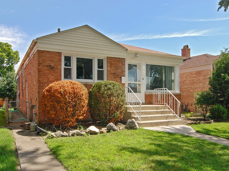 2404 N Hessing St, River Grove, IL 60171