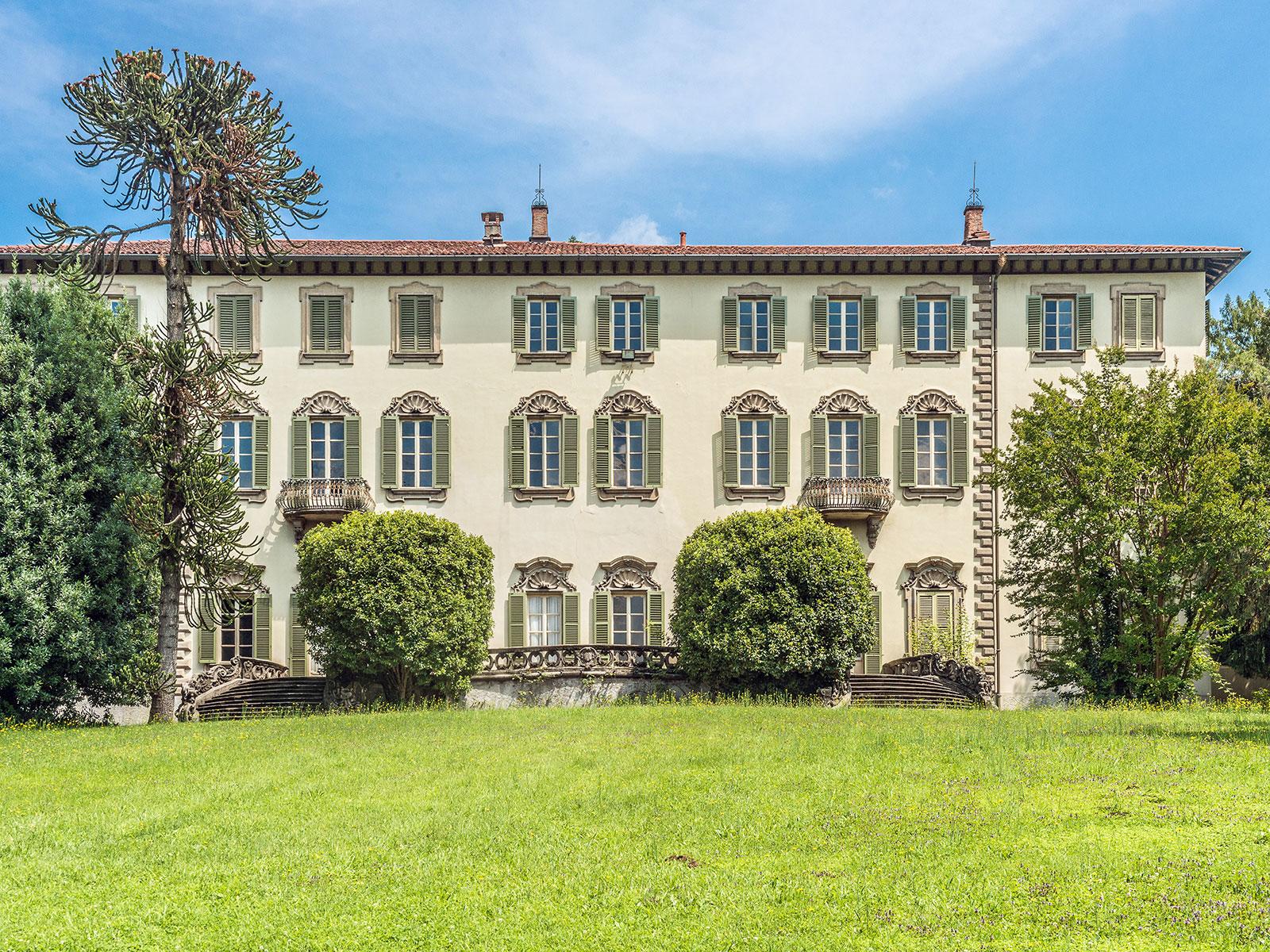 Aristocratic villa with timeless allure