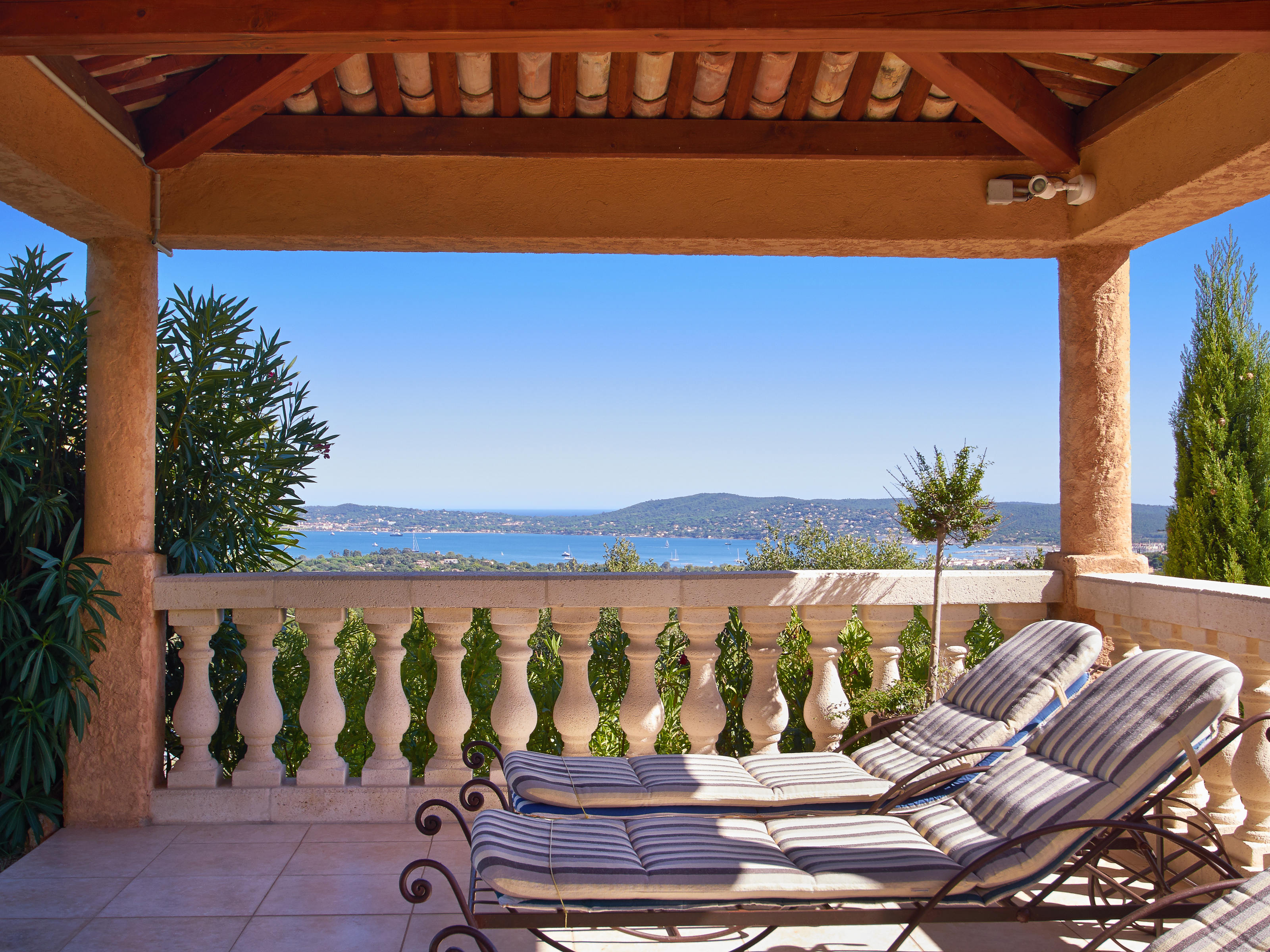 Luxury villa in a domain with sea views near a Golf Club, St Tropez, French Rivi