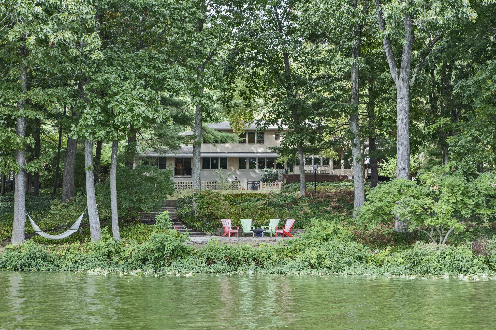 A Modern Lakeside Masterpiece