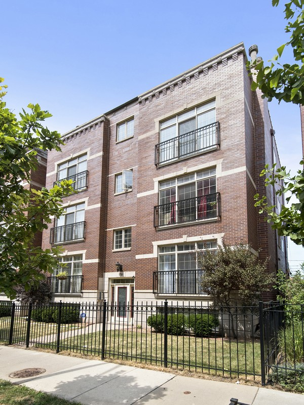 united states chicago pristine three bedroom duplex