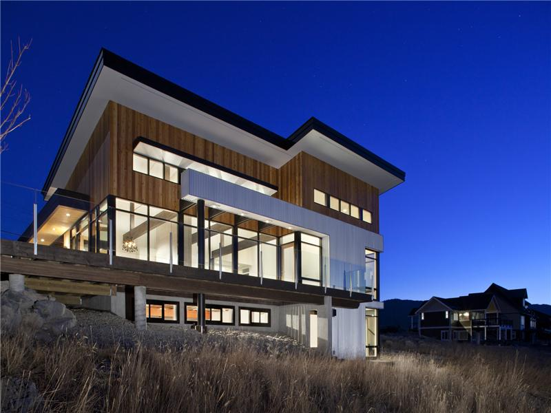 Canada british columbia ultra modern waterfront home for Ultra modern homes for sale