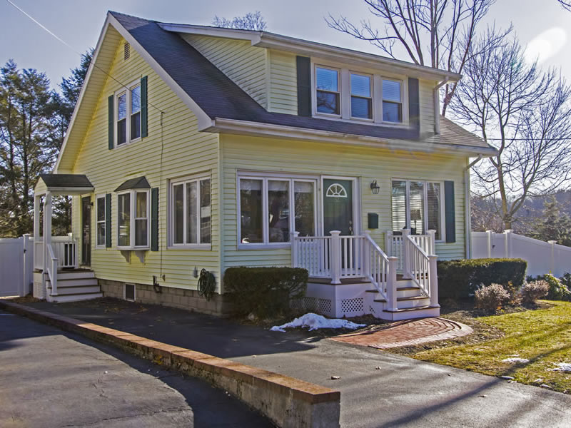 52 North St, Walpole, MA 02081