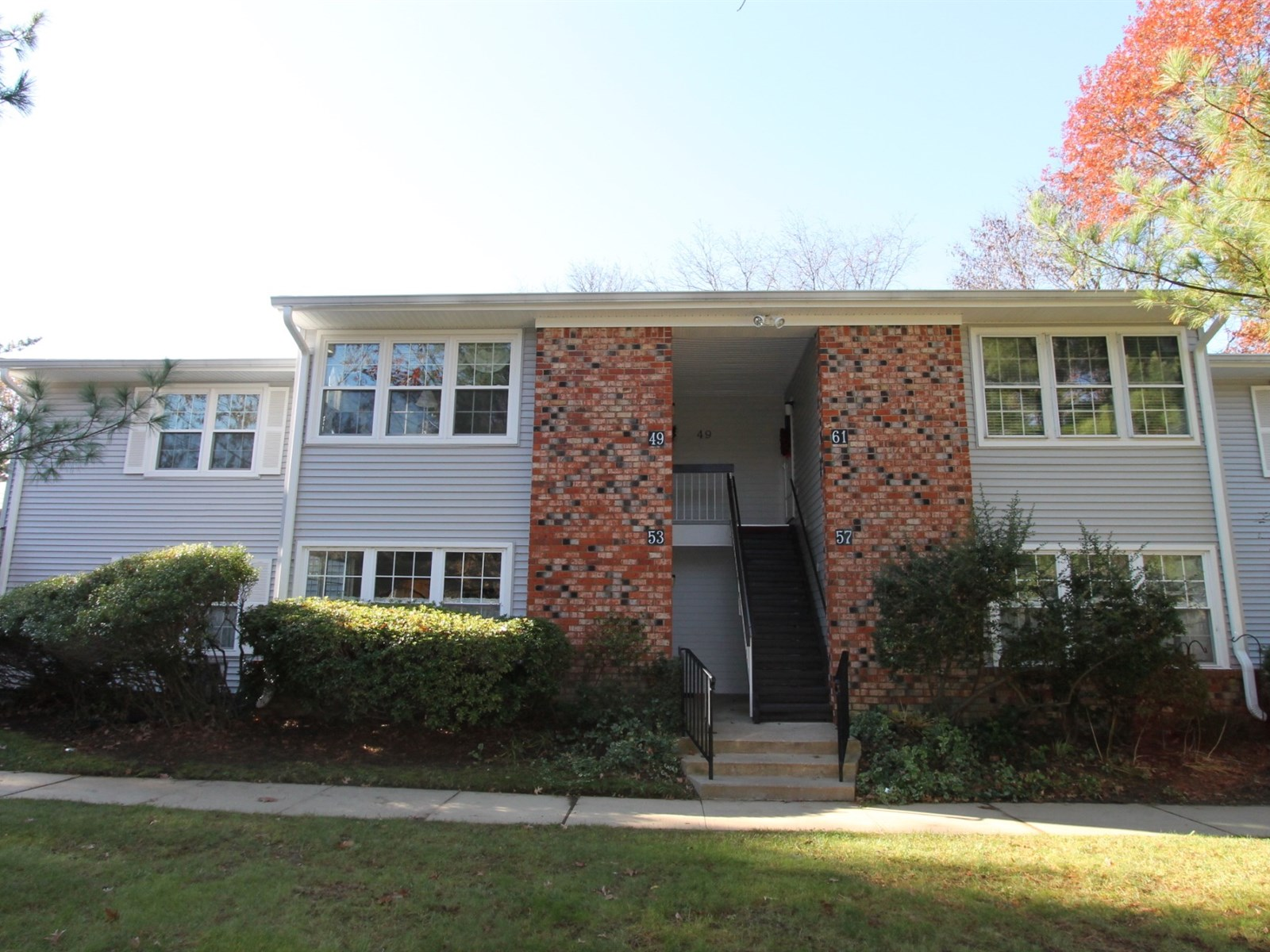 53 Honeysuckle Ln, Red Bank, NJ 07701