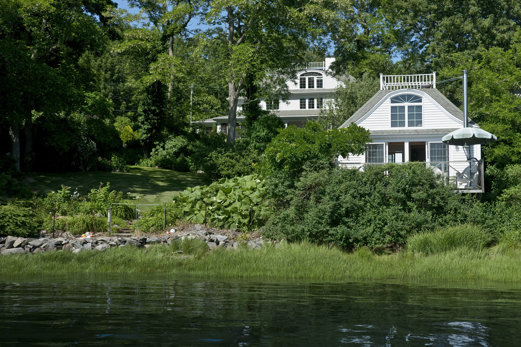 2 Lawrence Ln, Kittery Point, ME 03905