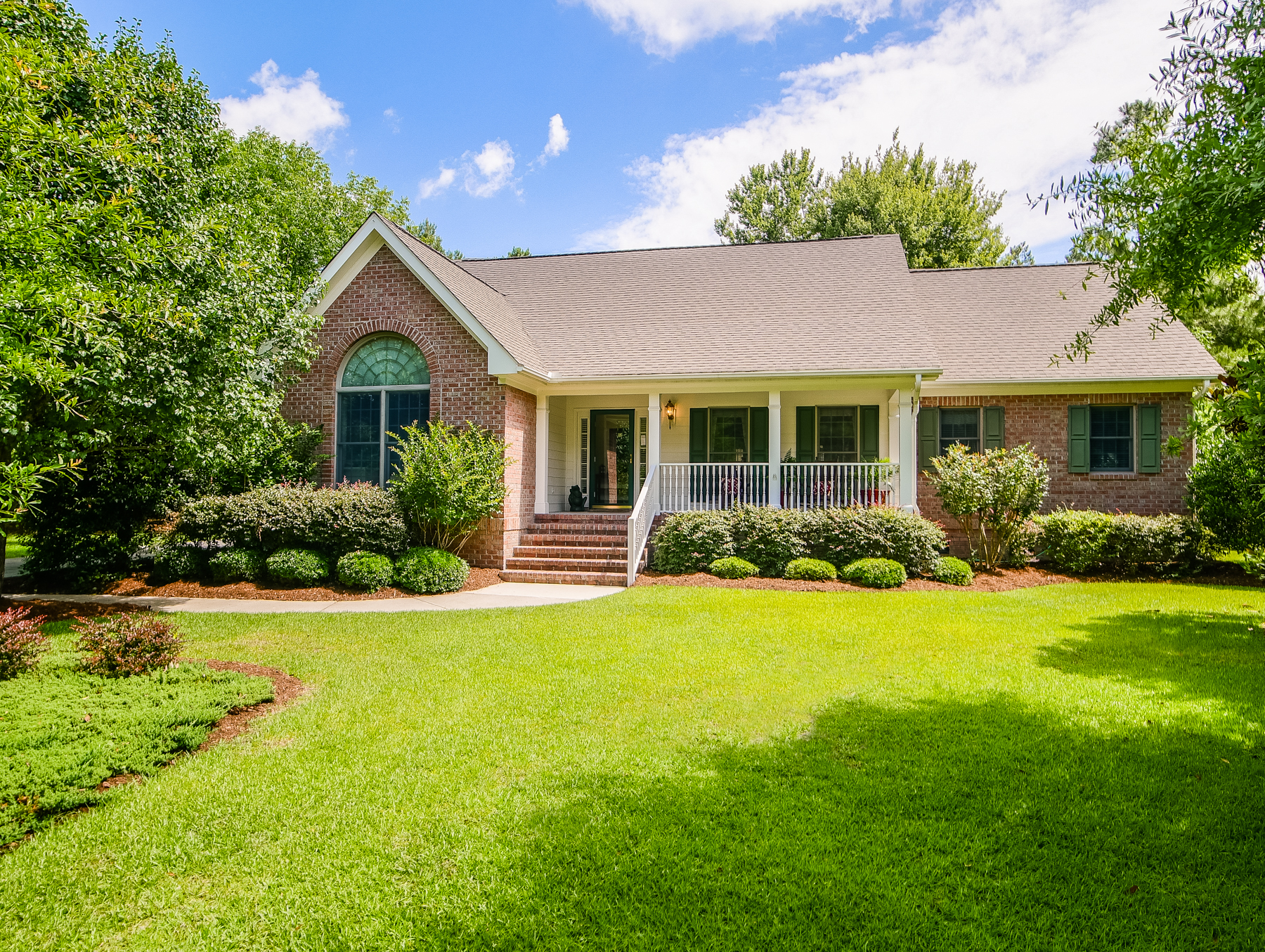 387 Red Fox Run Dr, Wallace, NC 28466