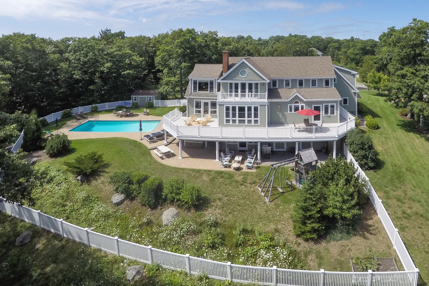 22 Wellington Dr, Rockport, ME 04856