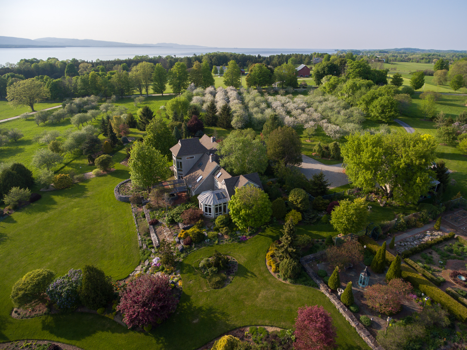 1052 Whalley Rd, Charlotte, VT 05445