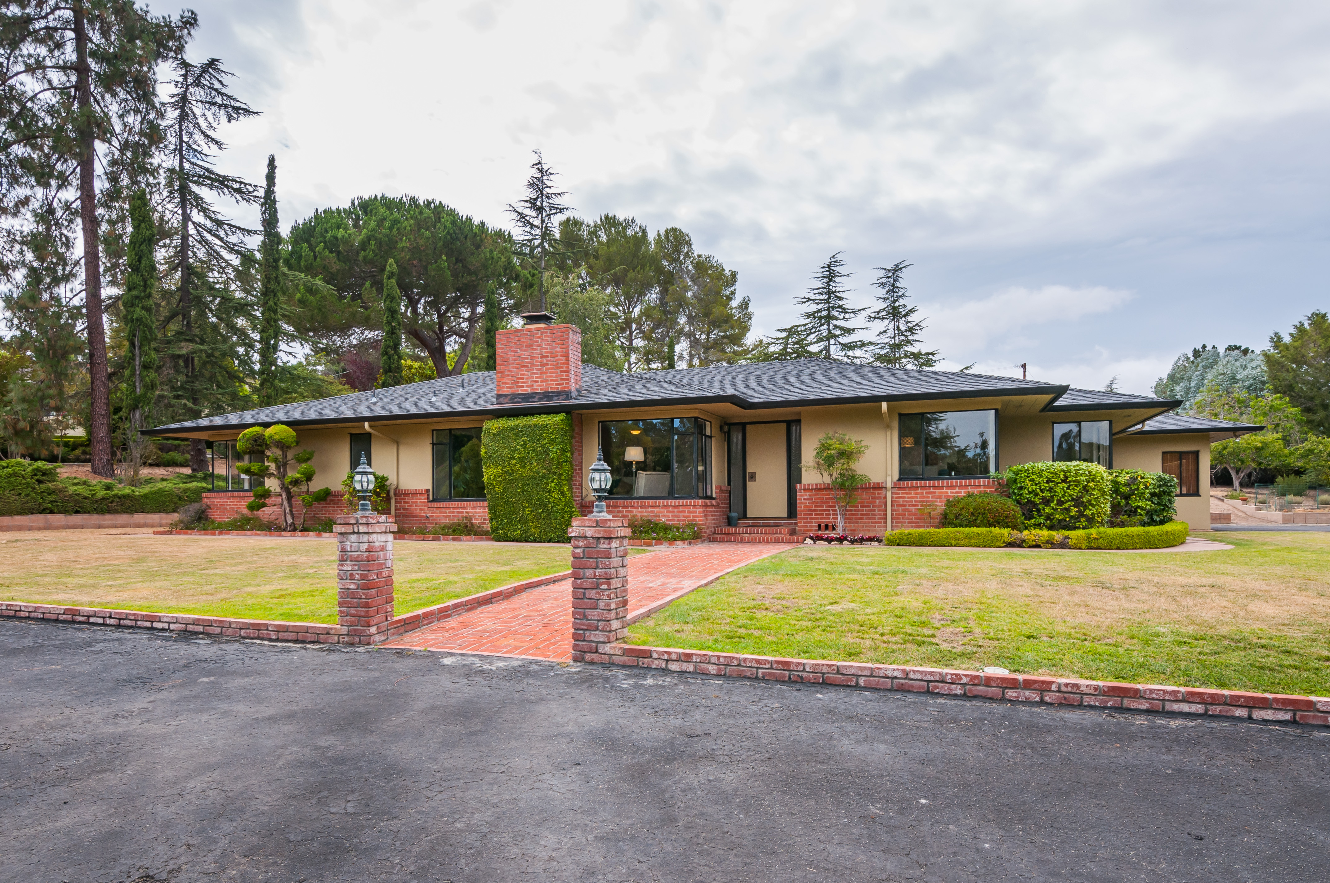 130 Normandy Ln, Woodside, CA 94062